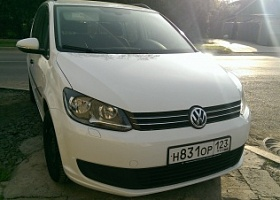 Volkswagen Touran 1,4-turbo AT  2012 г.в.